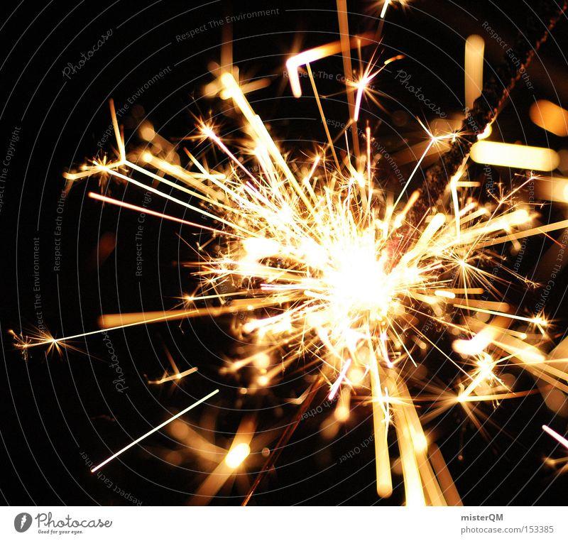 Silvesterparty - Alles Gute fürs neue Jahr Freude Party Brand Feuer gefährlich bedrohlich Silvester u. Neujahr heiß brennen Funken zünden Wunderkerze verbrannt explosiv zündend