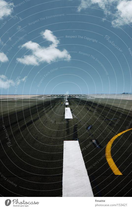 Landebahn Himmel Ferien & Urlaub & Reisen Wolken Ferne Straße Ziel Flughafen Richtung Luftverkehr Fahrbahn