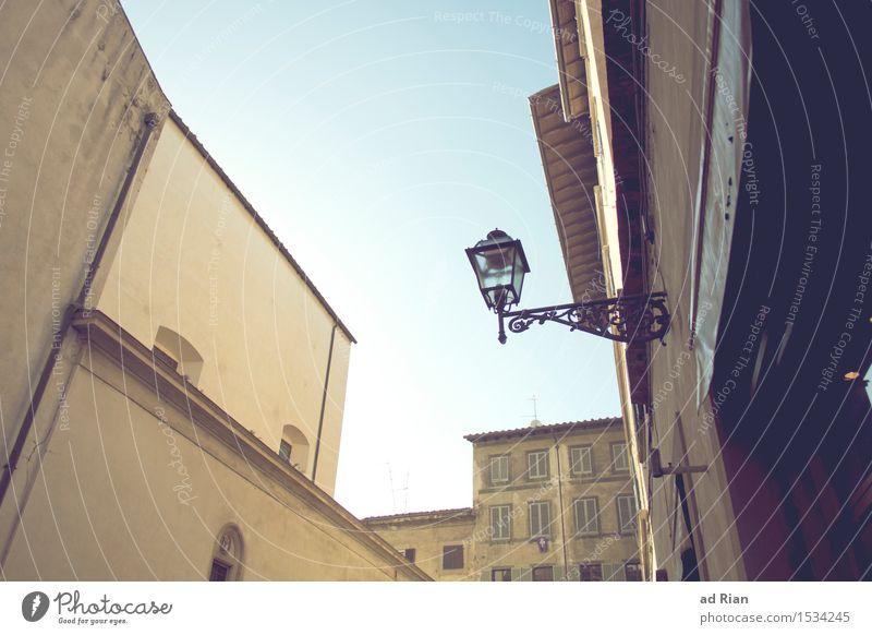 Strassenschlucht Architektur Himmel Wolkenloser Himmel Frühling Wetter Schönes Wetter Florenz Stadt Stadtzentrum Skyline Menschenleer Haus Hochhaus Bauwerk