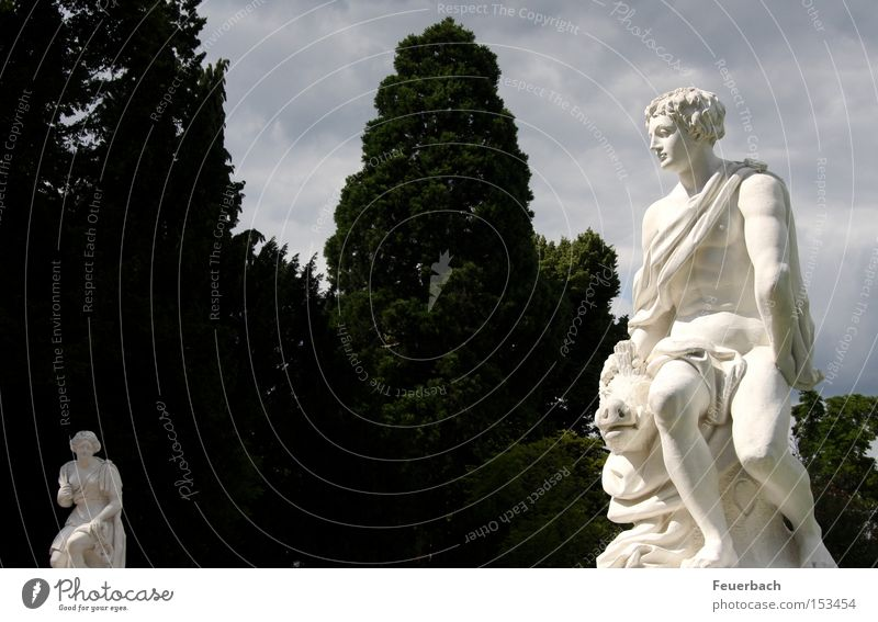 Paar auf Distanz Mensch Himmel weiß Baum Sonne Wolken Garten Park Kunst Kommunizieren Kultur Burg oder Schloss Statue historisch Skulptur Partnerschaft