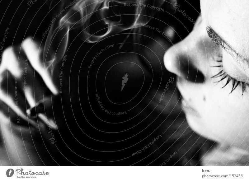 As The Clouds Pass By schön Gesicht Wolken Nebel Rauchen Rauch Zigarette Tabakwaren genießen Skulptur Dunst Zigarettenasche