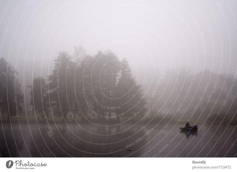 nebel Wasser Baum Herbst See Wasserfahrzeug Nebel Seeufer Angeln Dunst Fischer Angler Gewässer schlechtes Wetter Kahn