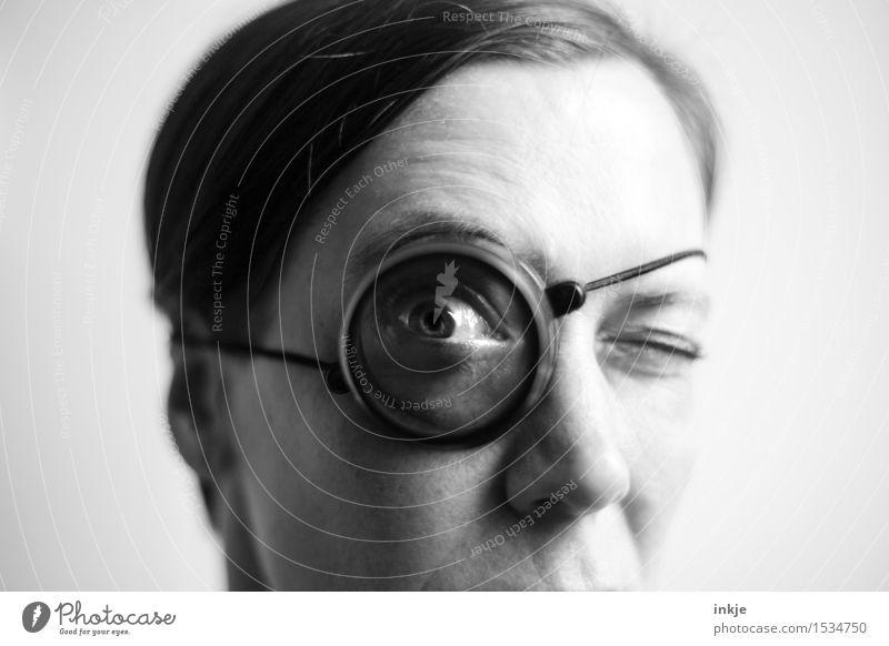 Zielkappe Lifestyle Freizeit & Hobby Detektiv Erwachsene Leben Gesicht Auge 1 Mensch 30-45 Jahre Lupe Monokel Glas beobachten entdecken Blick nerdig Neugier