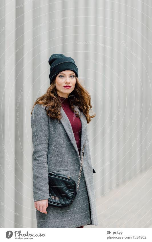 Mensch Frau Stadt schön Erotik Mädchen Gesicht Erwachsene Straße Herbst Stil Lifestyle Mode Behaarung elegant modern