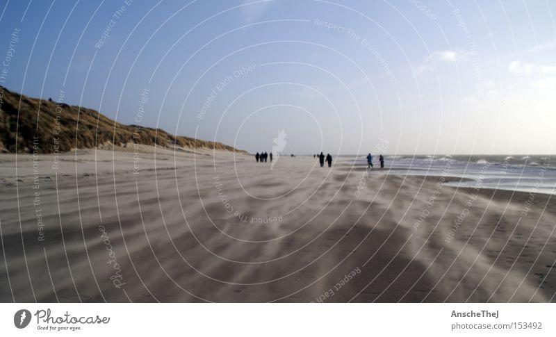 den wind im nacken Strand Meer Wellen Landschaft Erde Sand Himmel Wind Sturm Küste Nordsee entdecken wandern Dänemark blavand ulaub Farbfoto Außenaufnahme