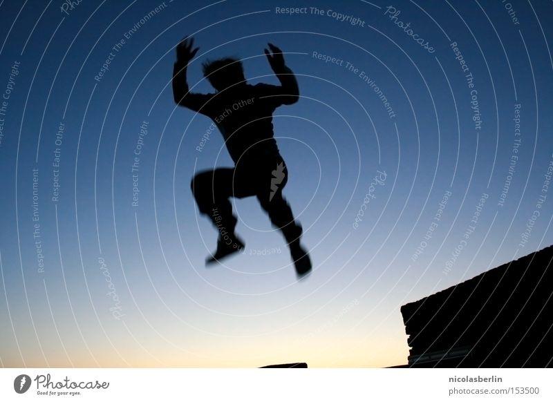 Karlsson Himmel blau springen Freude Sonnenuntergang Schatten Silhouette Mann Schweden Stockholm Nacht Erfolg Gefühle Angst Panik Wut Ärger Jugendliche