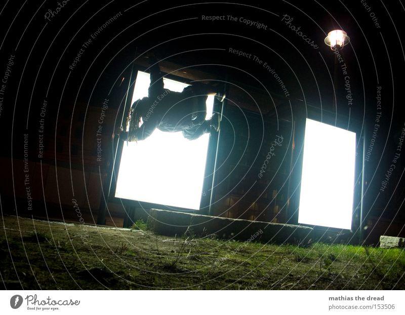 BLN 08 | UPSIDE-DOWN II Mann weiß schwarz oben Haare & Frisuren Kraft Kraft Rasen Klettern Quadrat skurril hängen Geometrie verkehrt Extremsport