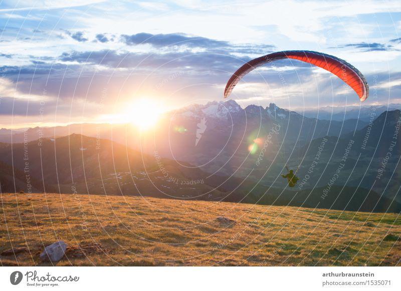 Gleitschirmfliegen bei Sonnenaufgang Mensch Frau Himmel Natur Mann schön Landschaft Berge u. Gebirge Erwachsene Leben Bewegung feminin Sport Lifestyle Freiheit maskulin