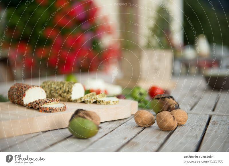 Vegetarische Jause mit Frischkäse Lebensmittel Käse Milcherzeugnisse Gemüse Kräuter & Gewürze Walnuss Ernährung Frühstück Picknick Bioprodukte