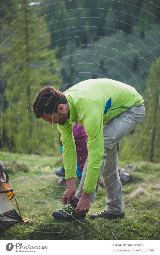 Mann beim Wandern Lifestyle Gesundheit sportlich Freizeit & Hobby Ferien & Urlaub & Reisen Tourismus Camping Sommer Berge u. Gebirge wandern Sport Klettern