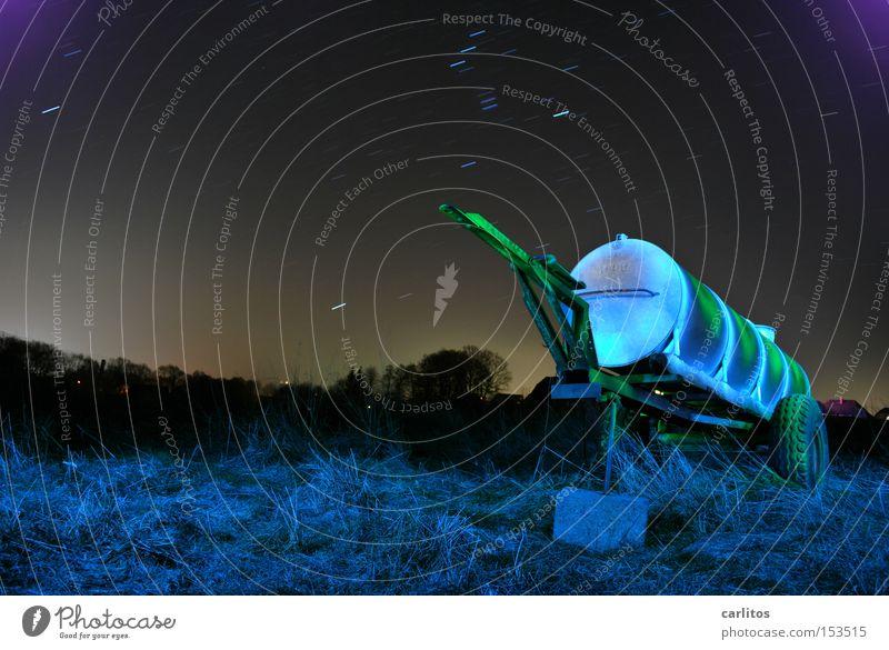 Ein Kessel Buntes Nacht dunkel Licht grün blau Langzeitbelichtung Landwirtschaft Farbe Lichtmalerei Stern (Symbol) Bauerndisko Gefolgsleute legales Graffiti