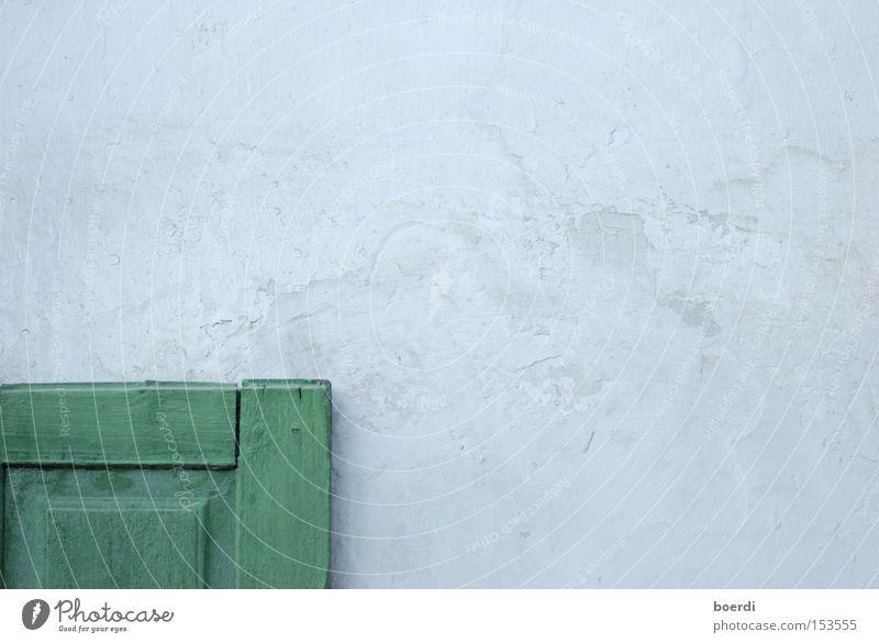 eS ist geöffnet ... alt weiß grün Haus Ferne Wand Fenster Holz offen Bauernhof Handwerk historisch Spalte Fensterladen Tischler Zimmerer