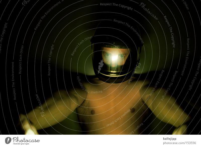 ich will spass ich geb gas. Mann Mensch Helm Motorrad Geschwindigkeit Nacht nackt Licht frontal Fahrradlenker Lenker Pilot Sicherheit Visier Brust