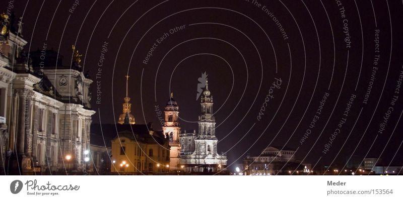 Eine eiskalte Mitternachtsterrasse zum Mitnehmen bitte … Himmel Stadt Mauer Dresden Laterne Denkmal Nacht historisch Wahrzeichen Semperoper Hofkirche