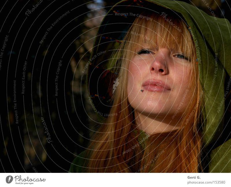 Gnomen est Omen Frau grün schön Erwachsene Gesicht feminin Gefühle Traurigkeit Stimmung natürlich warten Trauer Sehnsucht langhaarig Sorge Fernweh