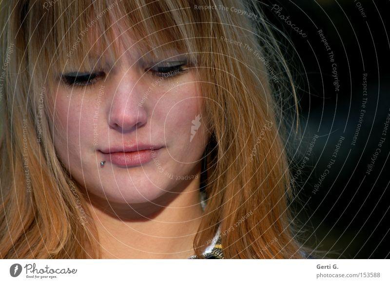 c'mon Frau schön Gesicht Traurigkeit Denken Trauer Verzweiflung langhaarig Intimität rothaarig Schwäche