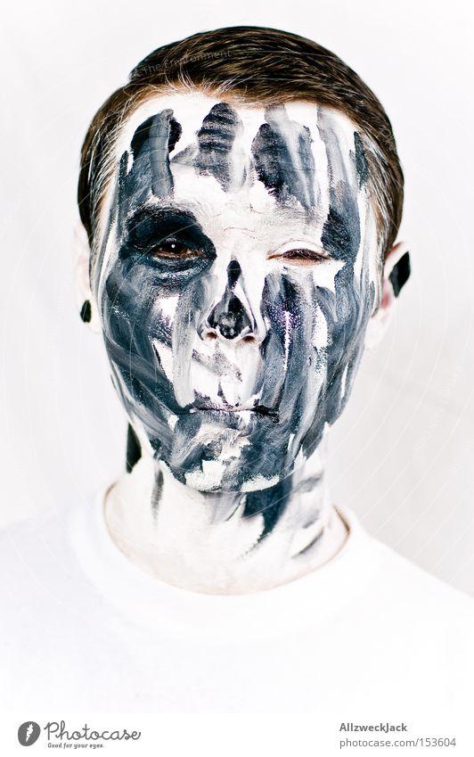Willkommen in der Geisterbahn! Porträt Gesicht Mann bemalt Karneval weiß schwarz gruselig Zombie Geister u. Gespenster Halloween Schminke Tod bleich