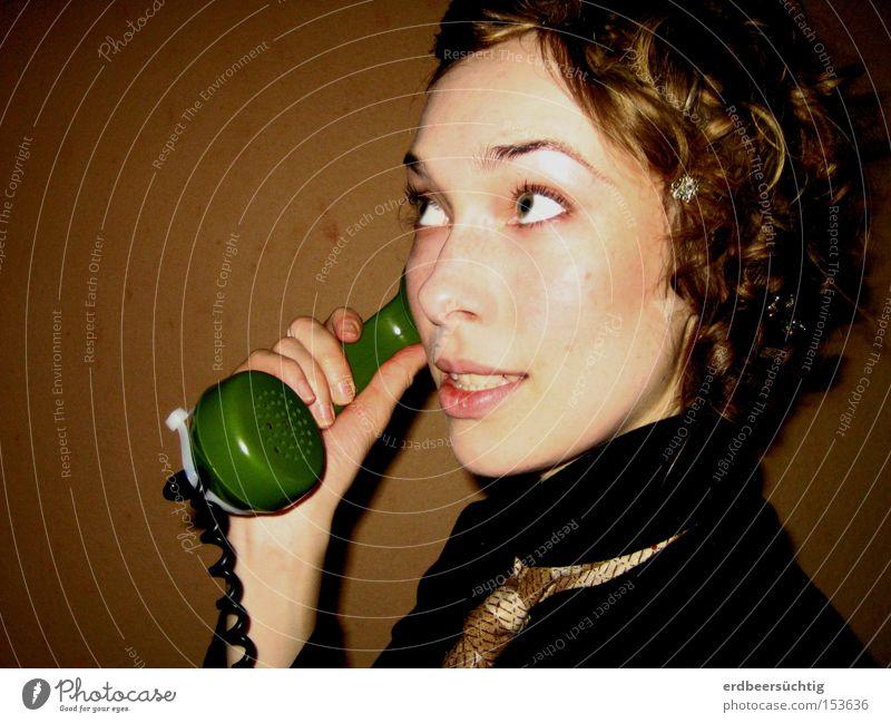 """""""...verbinde...!"""" Dienstleistungsgewerbe sprechen Telefon Frau Erwachsene alt Kommunizieren Telefongespräch Nostalgie Telefonhörer Porträt"""