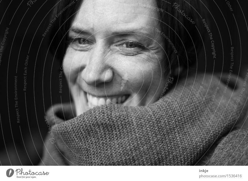midlife Mensch Frau Freude Gesicht Erwachsene Leben Gefühle Senior Lifestyle lachen Stimmung Zufriedenheit Fröhlichkeit Lächeln Lebensfreude Optimismus