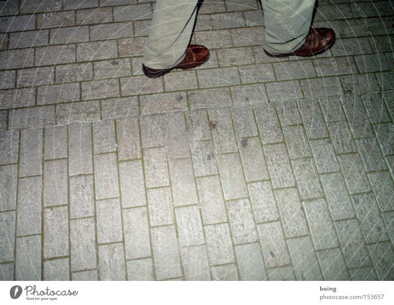 Contra Dance mit Harald Shamwari Fuß Schuhe Tanzen gehen laufen Konzentration Leder Pflastersteine Steppe Schlangenlinie Nachtwanderung Freizeitschuh