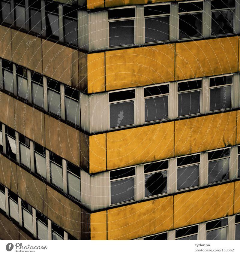 BLOCK Einsamkeit Fenster Gebäude Beton Zeit retro Ecke Vergänglichkeit verfallen Vergangenheit DDR Nostalgie Block altmodisch Leerstand gedreht