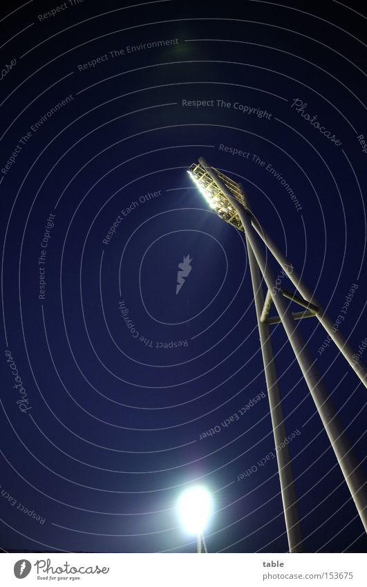 Es werde Licht... Himmel Freude dunkel Spielen Lampe hell Beleuchtung Scheinwerfer Stadion Flutlicht