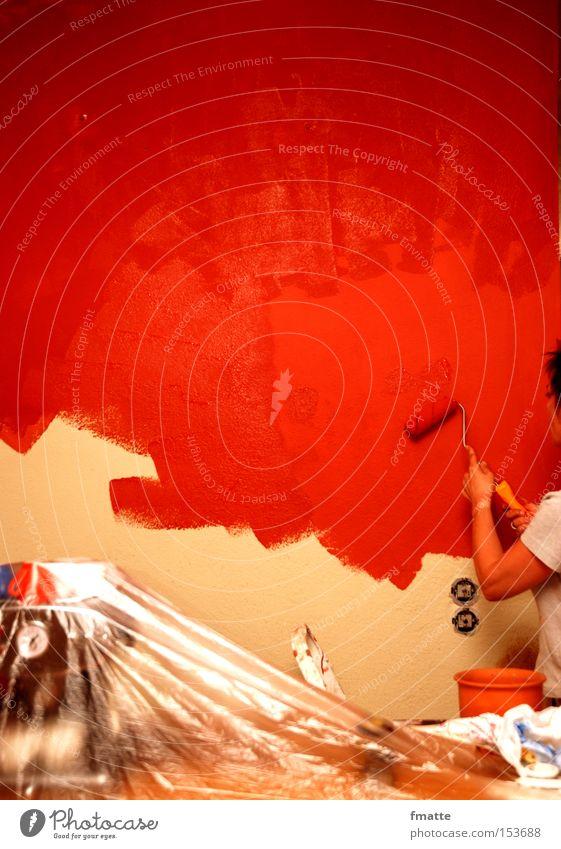 Renovierung rot Haus Wohnung streichen Handwerk Renovieren Anstreicher Rolle Pinsel Maler Mensch Modernisierung