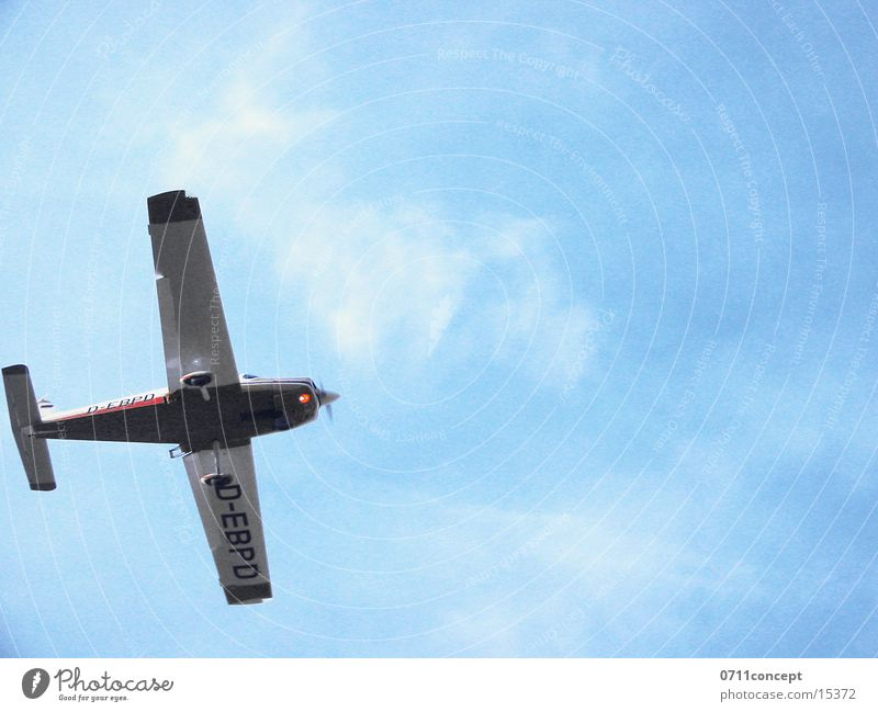 Tiefflug Himmel Flugzeug Beginn Luftverkehr Flugzeuglandung Gleitflug