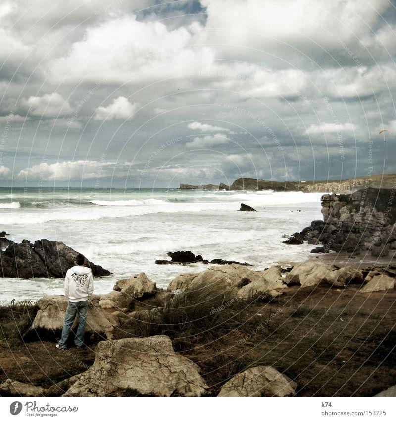 uneasy conditions Strand Küste Wellen warten Pause Brandung stagnierend spät Felsküste