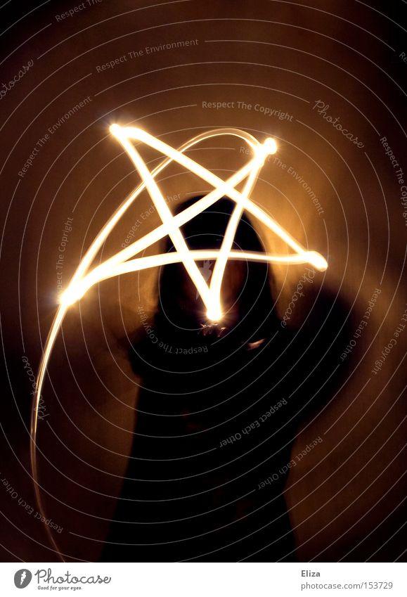 Pentagram Mensch dunkel Religion & Glaube Schutz Zeichen Langzeitbelichtung Symbole & Metaphern böse mystisch Zauberei u. Magie Lichtspiel Teufel Hexe