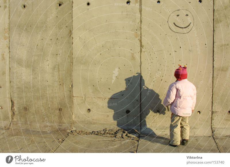 Smile! Kind Wand Traurigkeit Mauer Graffiti Angst Beton Trauer Fröhlichkeit Schönes Wetter Schüchternheit Smiley trotzig