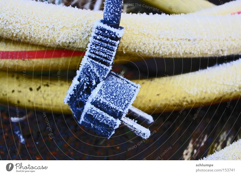 steckerle Winter schwarz gelb Elektrizität Frost Technik & Technologie Brunnen Kunststoff Raureif Stecker