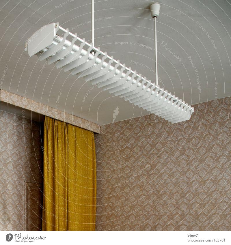 Licht an. Renovieren Innenarchitektur Lampe Tapete Papier alt authentisch dunkel einfach oben Ordnung Vergangenheit Vergänglichkeit Häusliches Leben gestalten