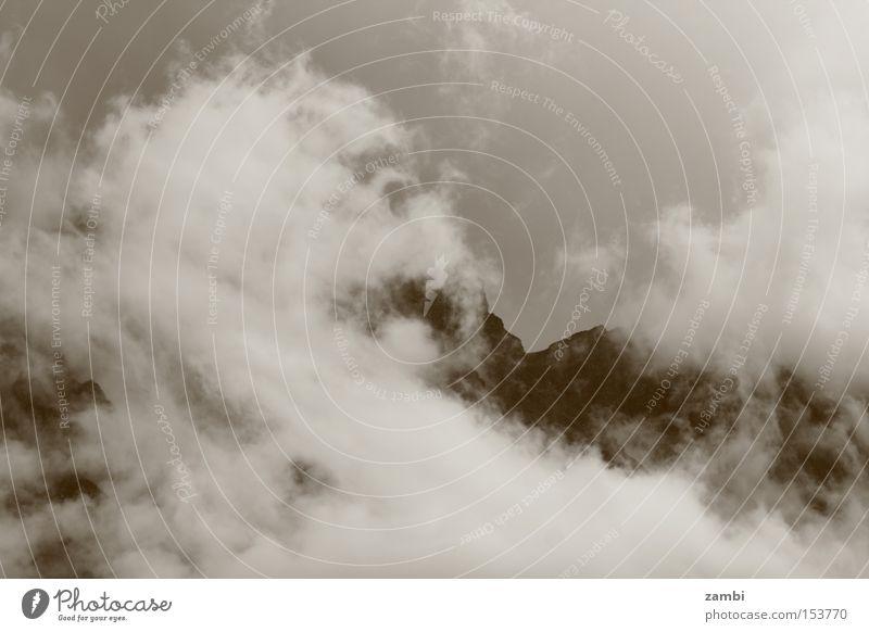 Nebelschleier Sepia Schleier Berge u. Gebirge Wetter Wolken Stimmung schlechtes Wetter Nebelwand Landschaft Monochrom misty Regen Gebierge