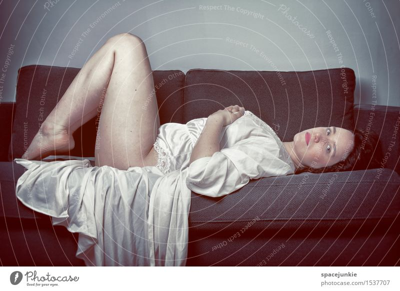 Dreams(2) Mensch feminin Junge Frau Jugendliche 1 18-30 Jahre Erwachsene Haare & Frisuren langhaarig beobachten außergewöhnlich kalt Neugier Erotik Leidenschaft
