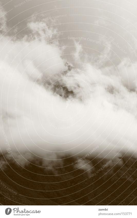 Nebelschleier Sepia Schleier Berge u. Gebirge Wetter Wolken Stimmung schlechtes Wetter Nebelwand Landschaft Monochrom Herbst misty Regen Gebierge