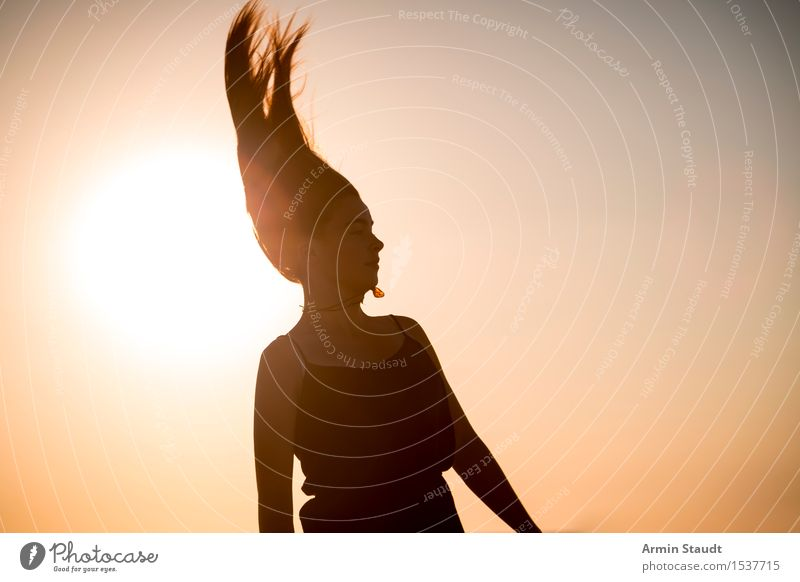 Pharao Mensch Frau Natur Ferien & Urlaub & Reisen Jugendliche schön Junge Frau Freude Strand Erwachsene Leben Lifestyle Bewegung feminin Stil Spielen