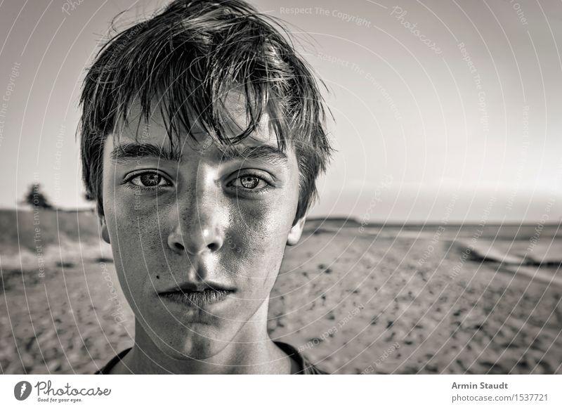 Porträt am Strand Mensch Natur Ferien & Urlaub & Reisen Jugendliche Sommer schön Junger Mann Meer Landschaft ruhig Gesicht Leben Lifestyle Küste Stil