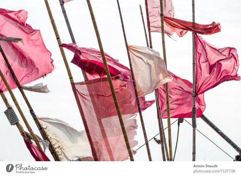 Fahnen Ferien & Urlaub & Reisen weiß Meer rot Ferne Umwelt Bewegung Stil Design Tourismus Ausflug Schilder & Markierungen Wind Abenteuer entdecken Fahne