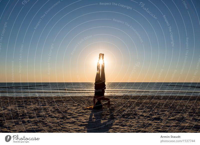 Handstand - Strand Lifestyle Stil Freude schön Körper Wellness Leben harmonisch Erholung Freizeit & Hobby Ferien & Urlaub & Reisen Ferne Sommerurlaub Meer Sport