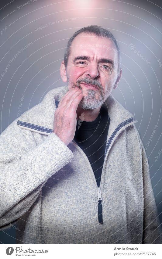 Zahnschmerzen Mensch Mann alt schön Hand Winter Gesicht Erwachsene Gefühle Gesundheit grau Gesundheitswesen maskulin stehen 45-60 Jahre Finger