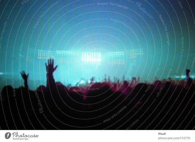 ecstasy Farbfoto Innenaufnahme Kunstlicht Silhouette Gegenlicht Unschärfe Zentralperspektive Freude Glück Nachtleben Entertainment Party Veranstaltung Musik