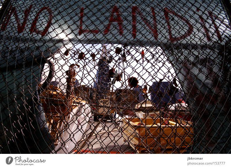 No Land Graffiti Rose Trauer USA Länder Denkmal Zaun Amerika Wahrzeichen Stars and Stripes Politik & Staat New York City Manhattan Souvenir protestieren New York State