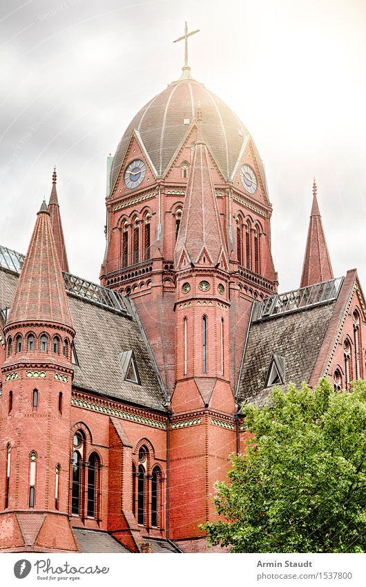 Kirche - Kreuzberg Baum rot Winter Architektur Religion & Glaube Herbst Lifestyle Berlin Stimmung authentisch historisch Macht Bauwerk Sehenswürdigkeit