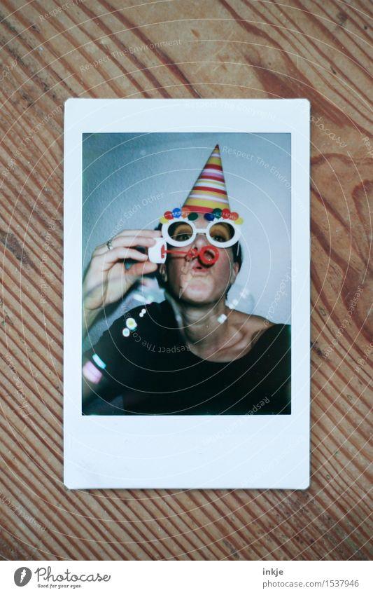 Alles Liebe zum Geburtstag, willma... Mensch Frau Freude Gesicht Erwachsene Leben Gefühle Lifestyle Feste & Feiern Party Stimmung Freizeit & Hobby Dekoration & Verzierung Geburtstag Schriftzeichen Fröhlichkeit