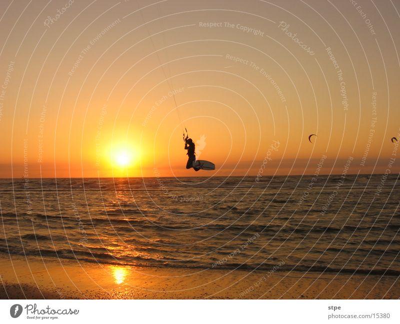 Nightsurfing Kitesurfer Meer Strand Sport Wellen fliegen