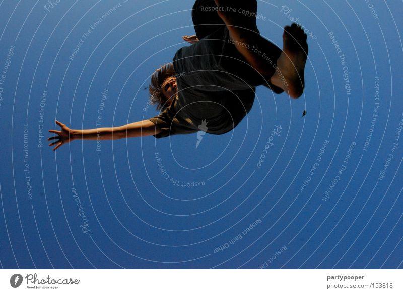 freier fall Himmel Jugendliche blau Hand Fuß fliegen Luftverkehr gefährlich fallen Sturz Absturz Funsport