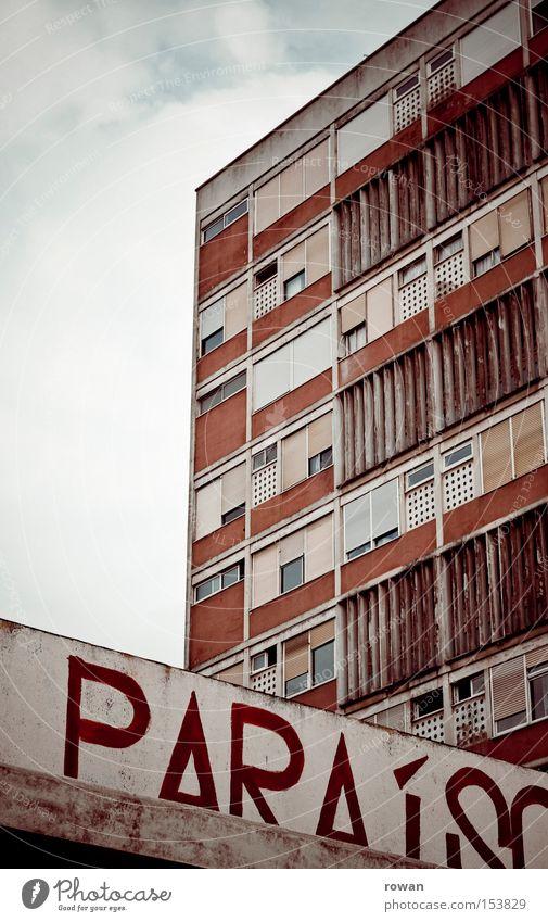 Paradies Stadt Wohnung Beton Hochhaus trist Häusliches Leben schäbig Hölle Block Plattenbau Südamerika Wohnhochhaus