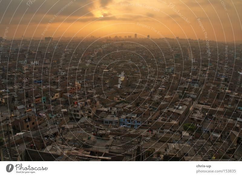 Lima von oben, Peru Elendsviertel Stadt Südamerika Dritte Welt Haus Luftaufnahme Sonnenuntergang Skyline Abenddämmerung Aussicht Abendsonne Horizont Himmel