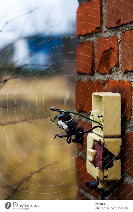 Sicherheit - wird überbewertet! Steckdose Elektrisches Gerät Schalter Elektrizität Spannung rot DDR kaputt Zerstörung Winter Backstein Mauer Industrie